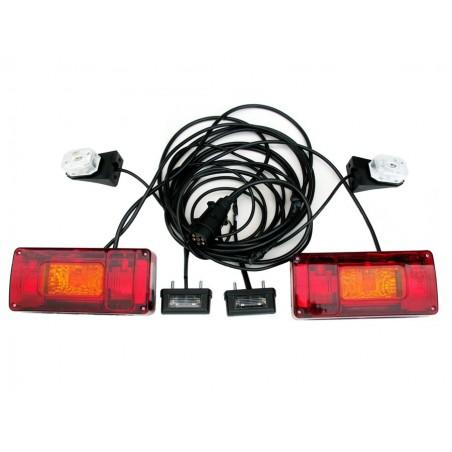 Zestaw oświetleniowy do przyczepy przyczepki podłączony lampy prostokątne